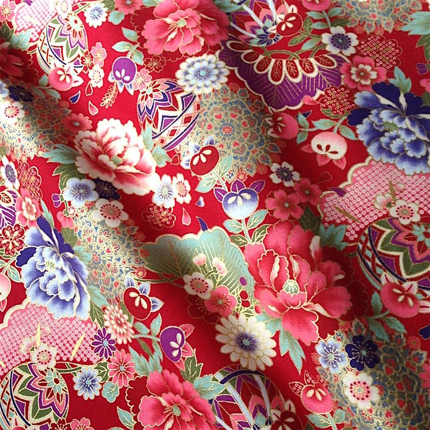 tissu japonais motif traditionnel fleurs fond rouge coton 110x50 290c nuno tissus japonais. Black Bedroom Furniture Sets. Home Design Ideas